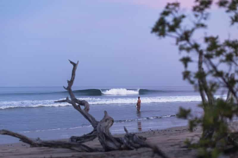 Perfect wave breaking in Costa Rica
